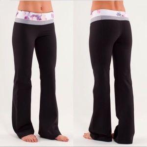 Lululemon Groove Yoga Pant Floral Black Size 6